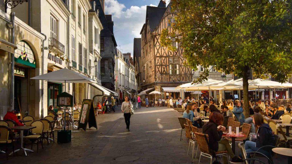 Place Plumereau, à Tours