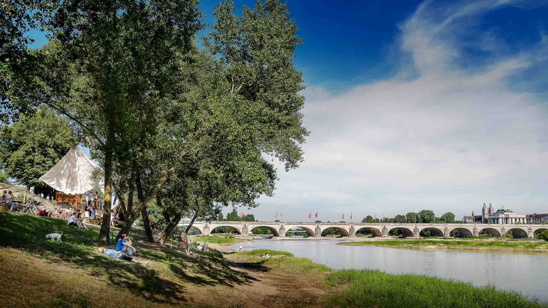 Visit Tours - The banks of the Loire River