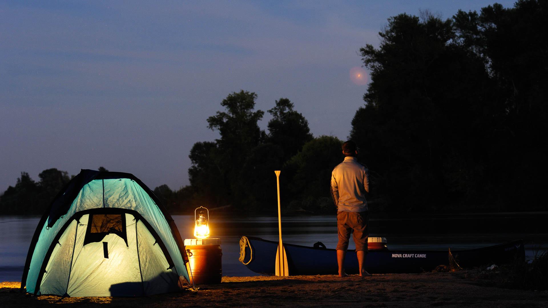 Coast: bivouac on a Loire river isle
