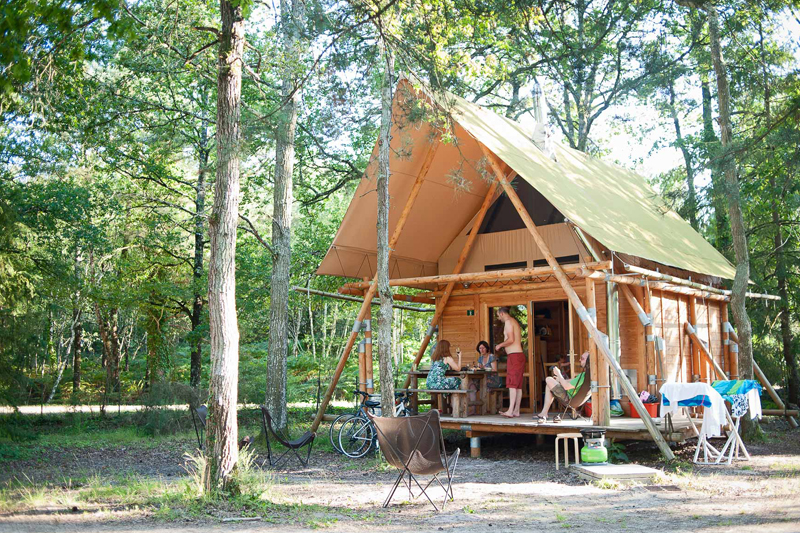 Camping in Loire Valley / Huttopia campsite, on the shores of Lake Rillé