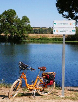 The Cher river by bike
