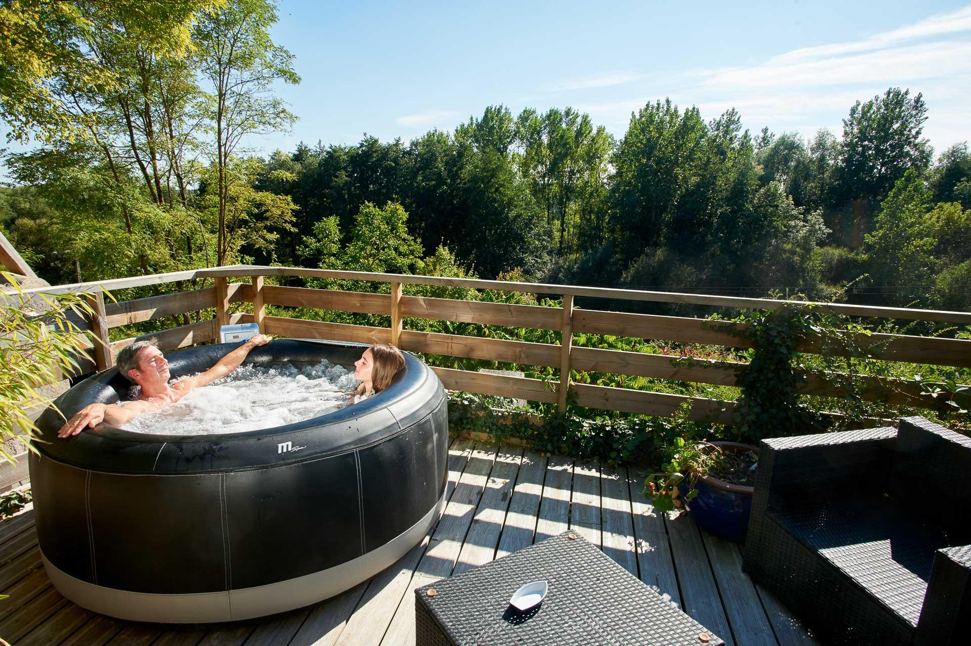 Relaxing on the terrace - Troglododo