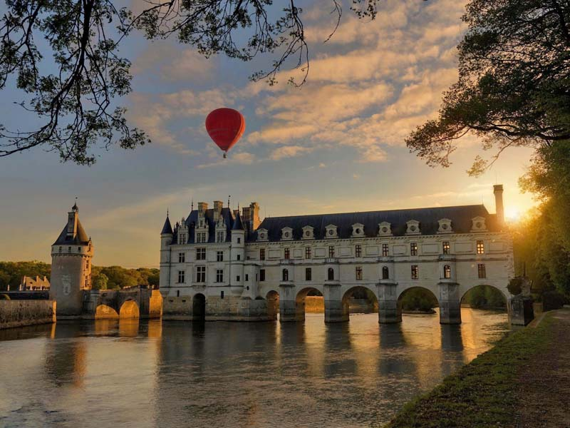 Art Montgolfieres - Hot air balloon in Loire Valley, France