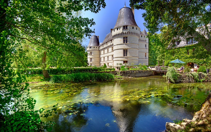 Enjoy the beautiful chateau of l'Islette and its contemporary rooms, a sixteenth century castle to tour with a guide, during a sunny day in France, near Paris. Loire Valley Chateaux (Chambord, Chenonceau, Blois, Chinon, Saumur, Tours...), a beautiful French heritage in Touraine.