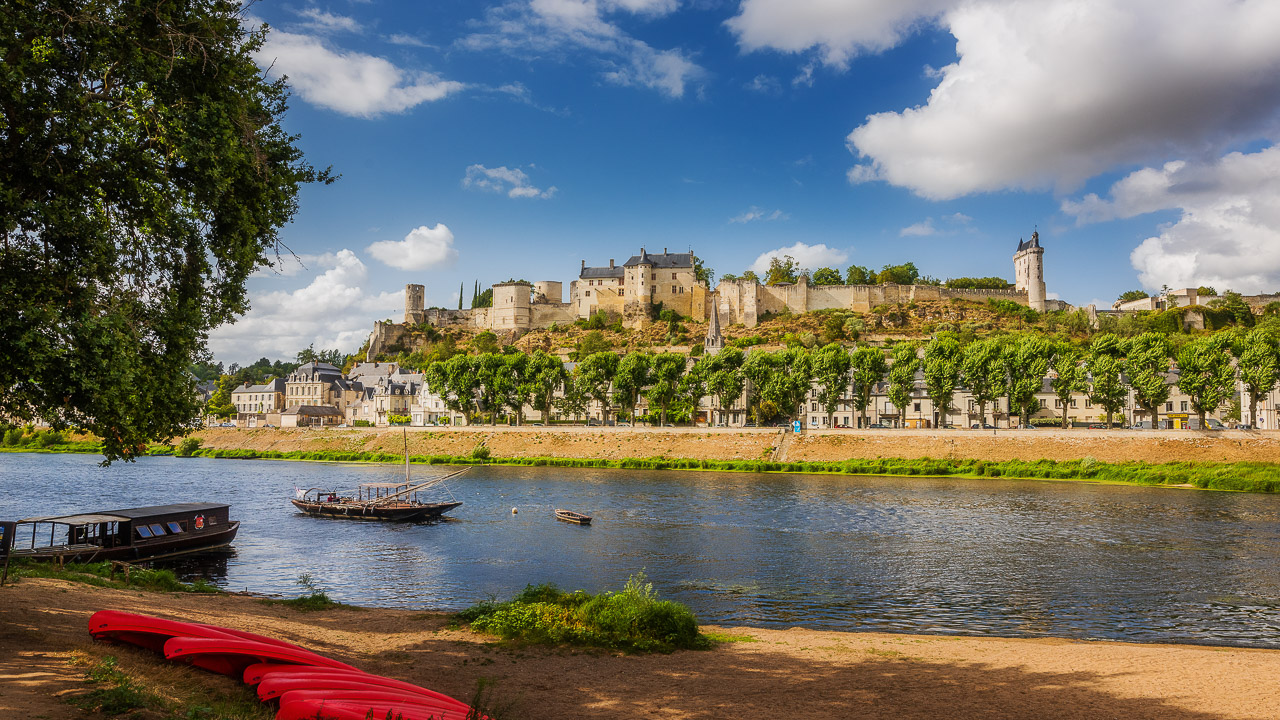 A picnic across from the royal fortress of Chinon