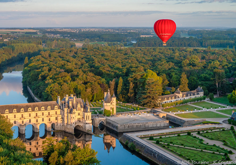 Chenonceaux - Hot air balloon - Loire Valley, France