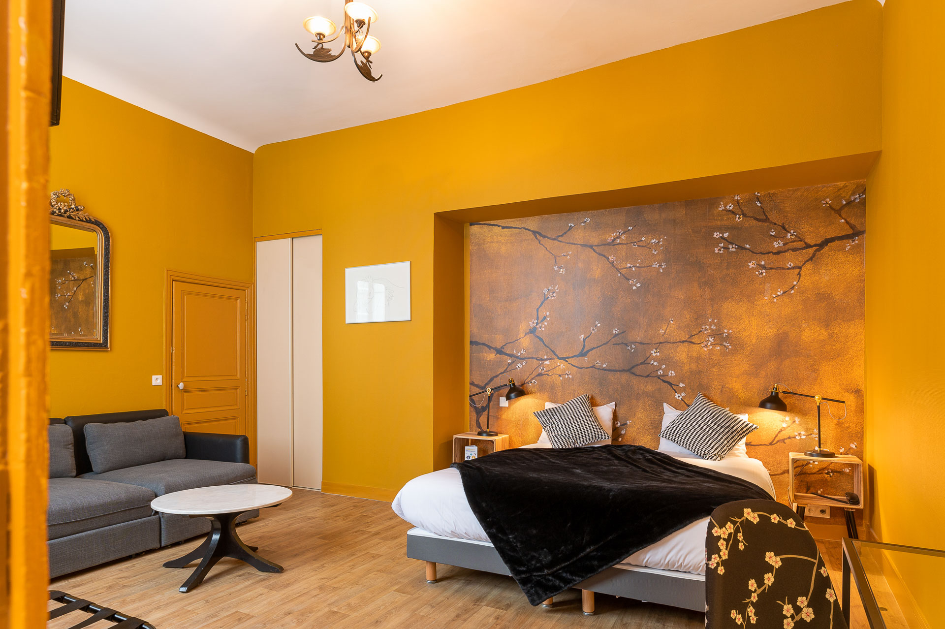 A charming room in the Hôtel du Cygne, for a great night.