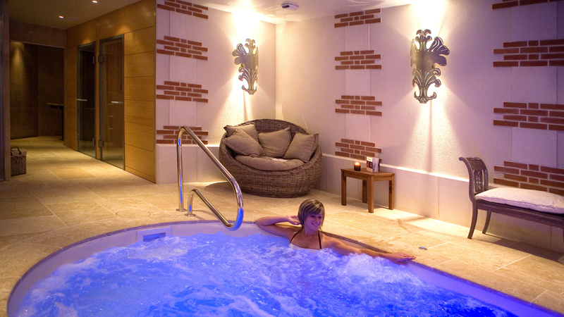 """If you are searching """"nice hotels near me"""", in Loire Valley, France, the Chateau de Beaulieu and its spa will be a good answer for a great stay. This charming hotel and its restaurant is located in Tours."""