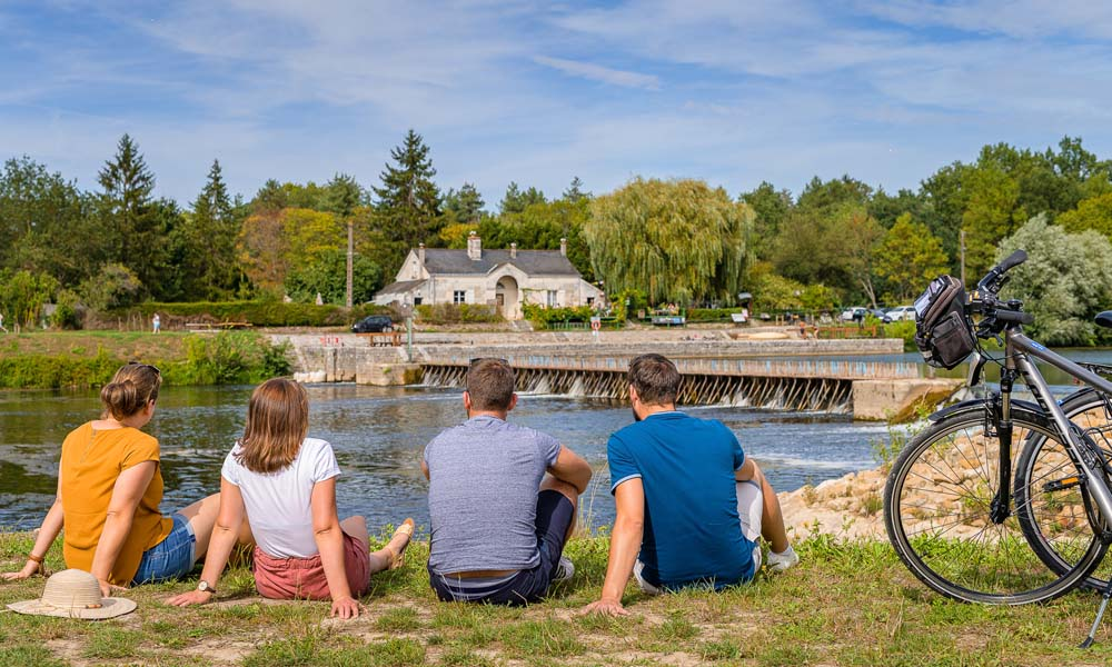 One of the four short cycling breaks, along the Cher river. Loire Valley by bike, in France.