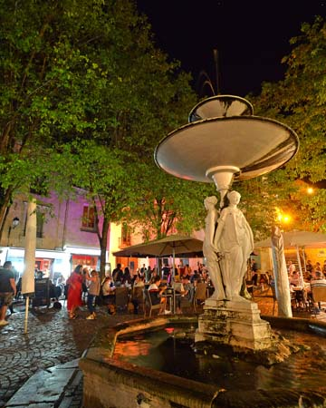 Fountain of the three graces, on the Général Charles de Gaulle square, in Chinon - Loire Valley, France.