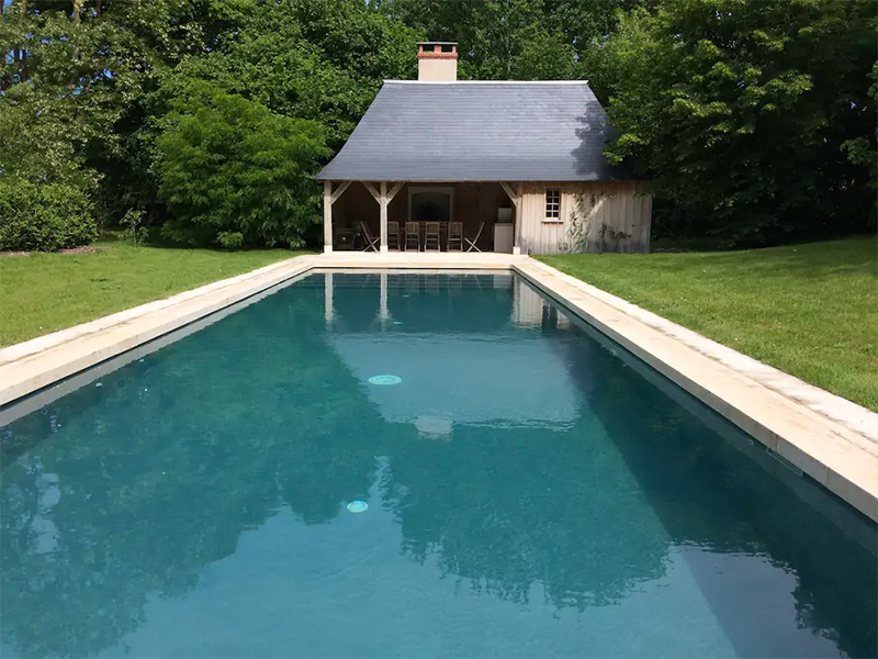 The swimming pool beside the gîtes