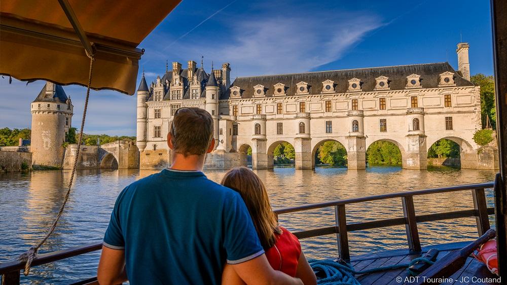 Sailing to the Château de Chenonceau