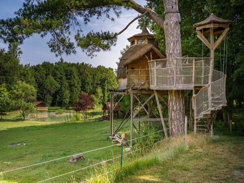 Treehouse holidays - Domaine de la Roche Bellin, France.