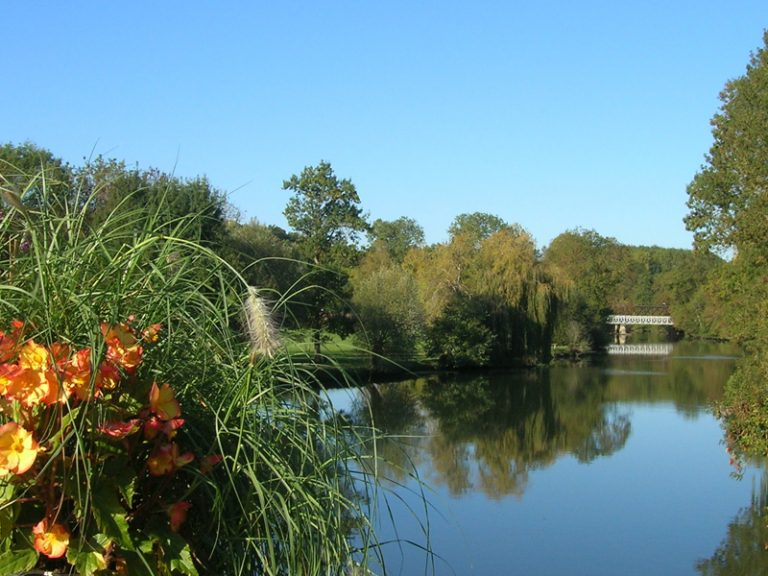 Between rivers, chateaux and watermills-1