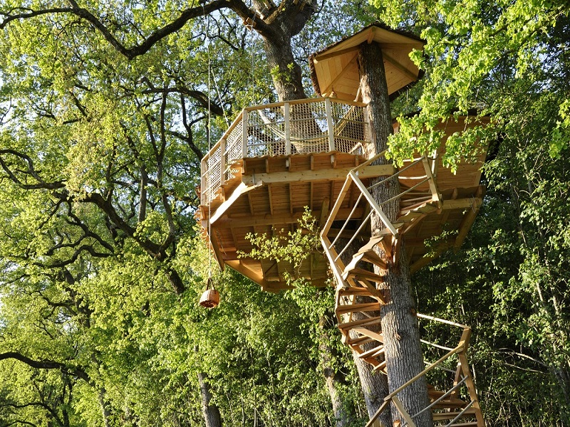 Treehouse holidays in the Château du Vau
