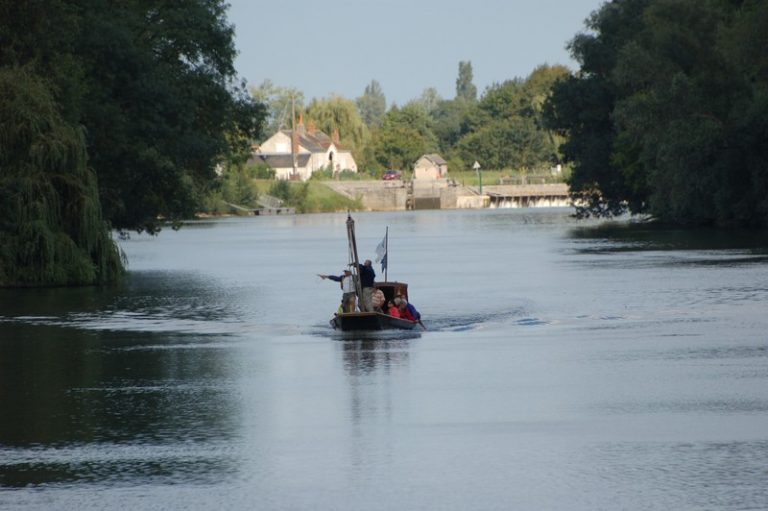 Les Mariniers du Jean Bricau – traditional 'futreau' boat on the Cher-8