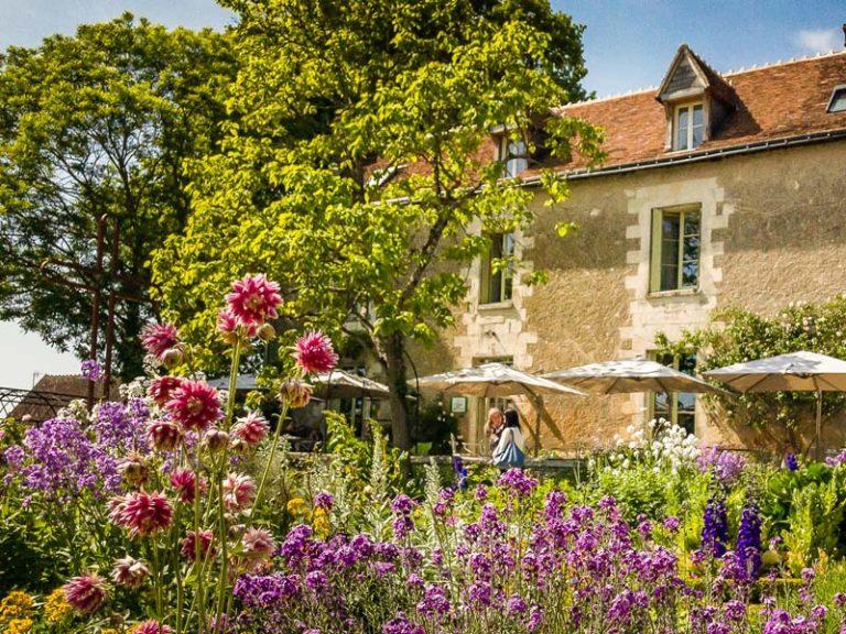 The Presbytery garden of Chédigny-2