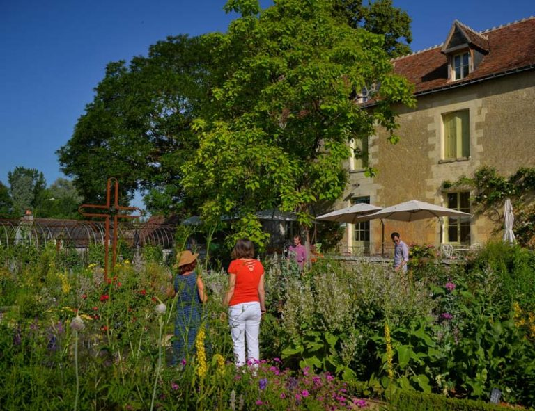 The Presbytery garden of Chédigny-5