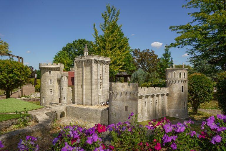 Loire Valley Mini-Châteaux-9