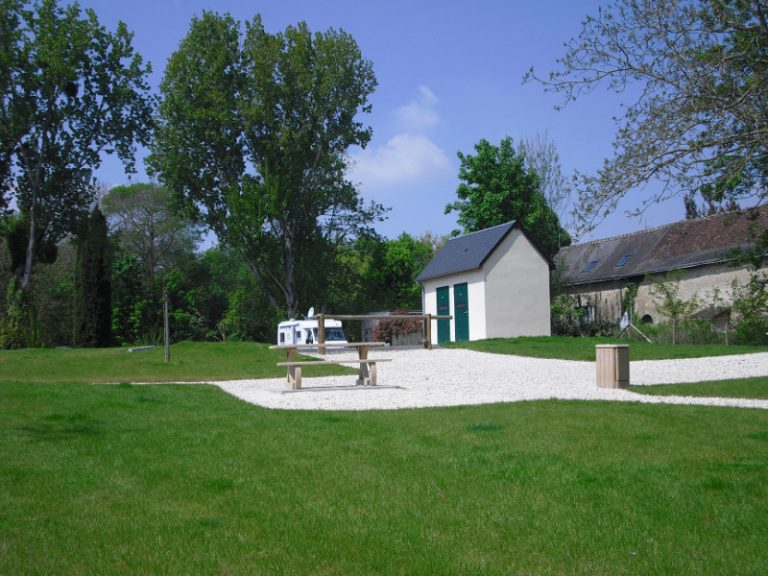 Aire de services camping-cars Vouvray-1